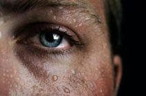 О чем думать, если мужчина потеет ночью, или причины гипергидроза