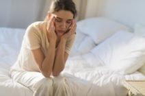 Почему болит голова после долгого сна?