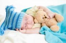 Почему новорожденный ребенок много спит?
